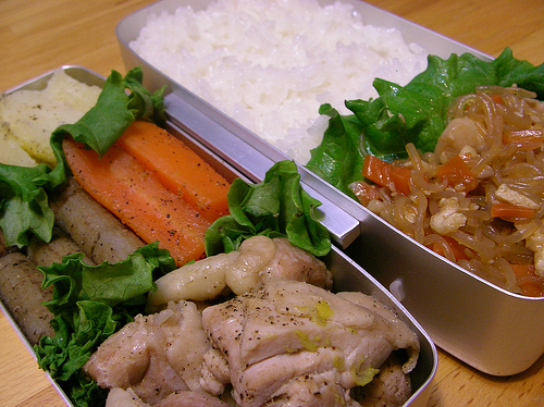 Shirataki Noodle Meal with Veggies and Chicken -Otsuka Makoto Flickr