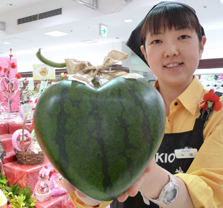 Why are watermelons in japan square shaped pogogi - Square watermelons how and why ...