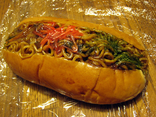 Yakisoba Noodles and Worcestershire Sauce in a Bun ...